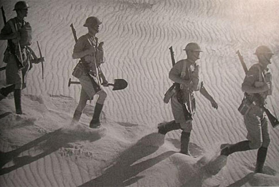 Солдаты британской армии в Северной Африке.