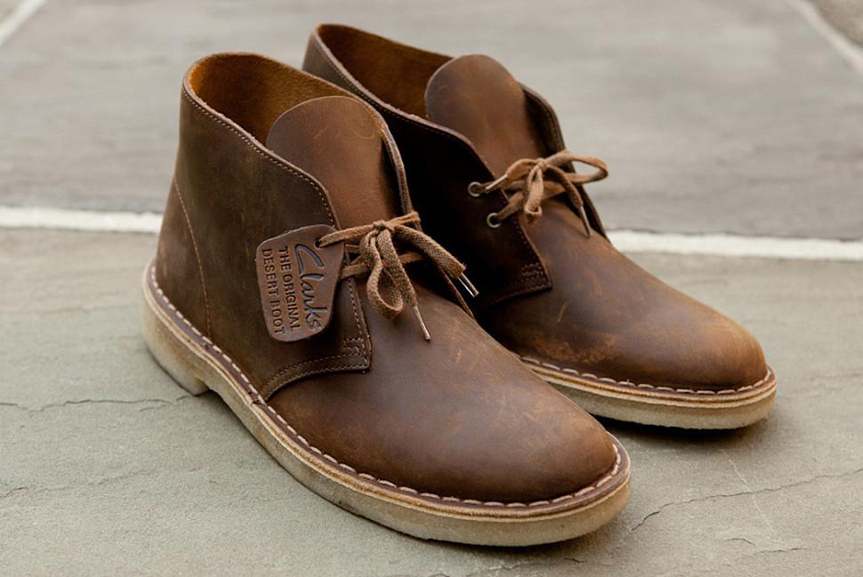 Знаменитые пустынные ботинки Desert Boot от Кларкс. Изображение через гугл.