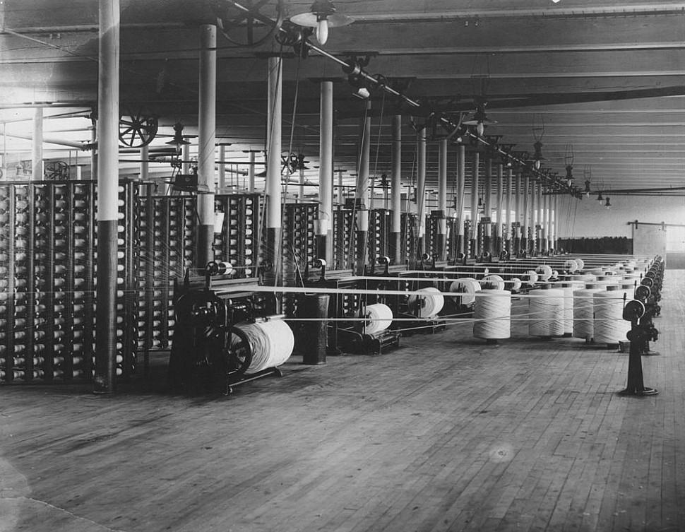 Очередной крах текстильной промышленности деним в Соединенных Штатах Америки.