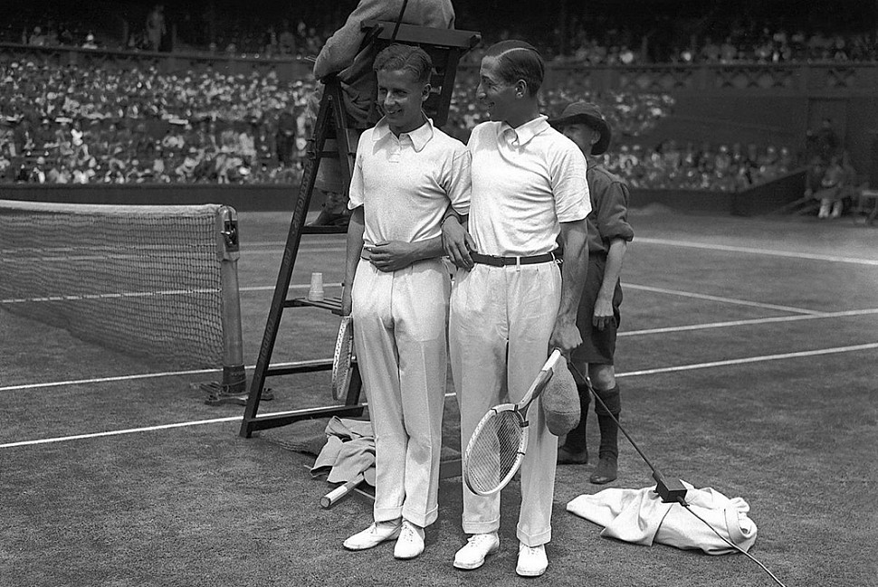 Бадди Остин (слева) и Рене Лакост (справа) перед матчем 1928 года.